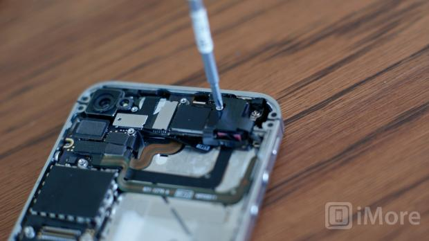 Remove wifi grounding clip screw CDMA iPhone 4
